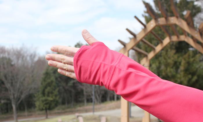 親指を出せる穴付き袖の写真