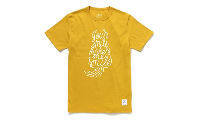 マスタードのTシャツ