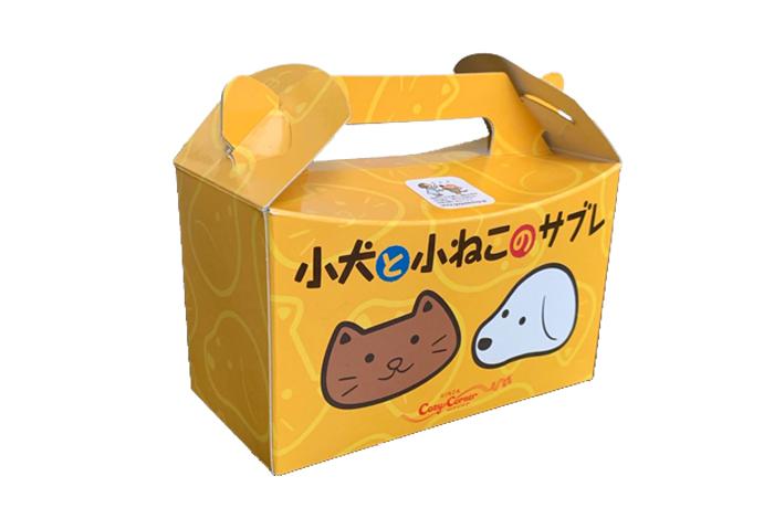 犬と猫が描かれたパッケージ