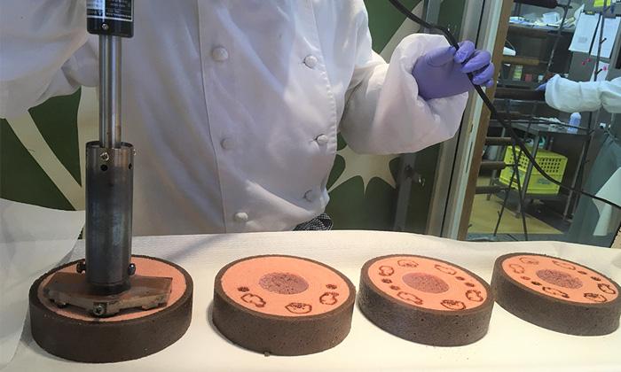 いちごチョコ味のバウムクーヘン