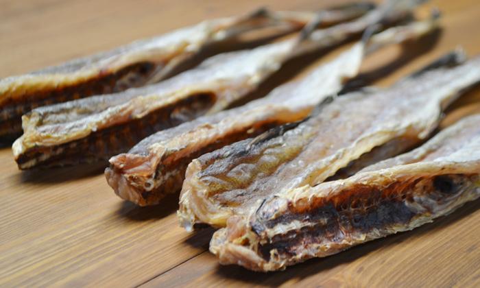 乾燥したスケソウ鱈が並んだ写真