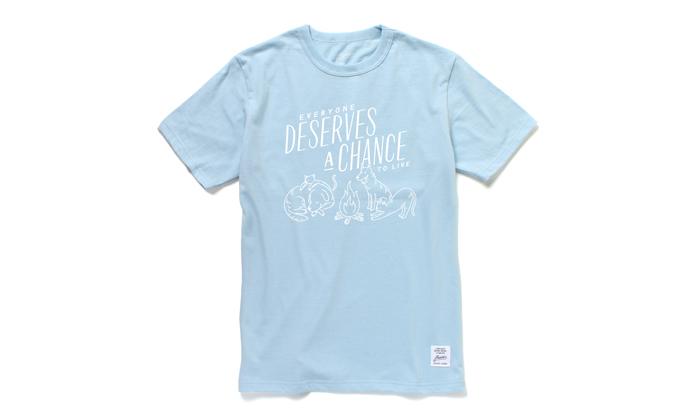 ライトブルーのTシャツ