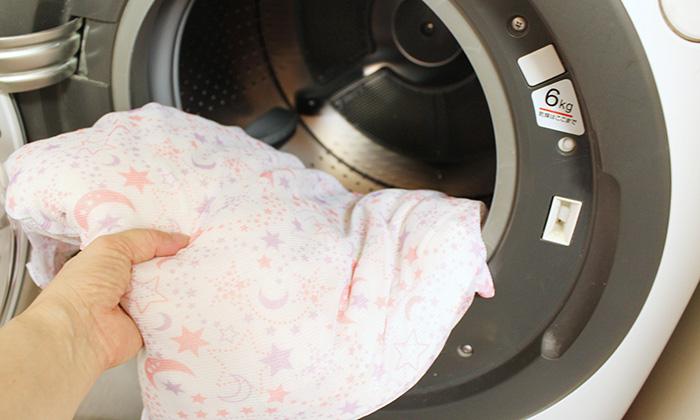 洗濯機に入れる写真