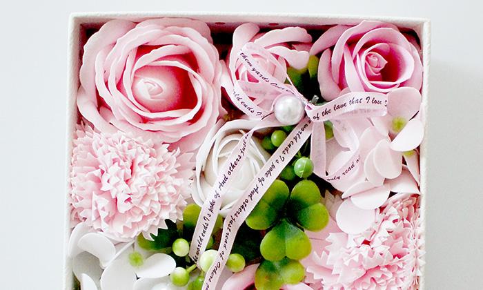 ピンクのシャボンフラワーのアップ写真