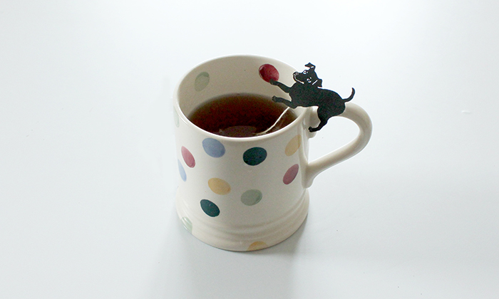 カップに入れたお茶の写真