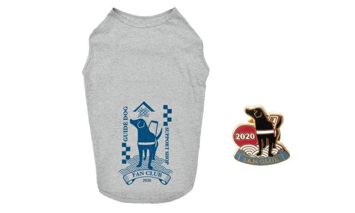 ファンクラブ犬用Tシャツとピンバッジ写真