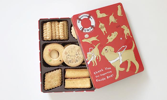 盲導犬イラストがデザインされたクッキー缶の写真