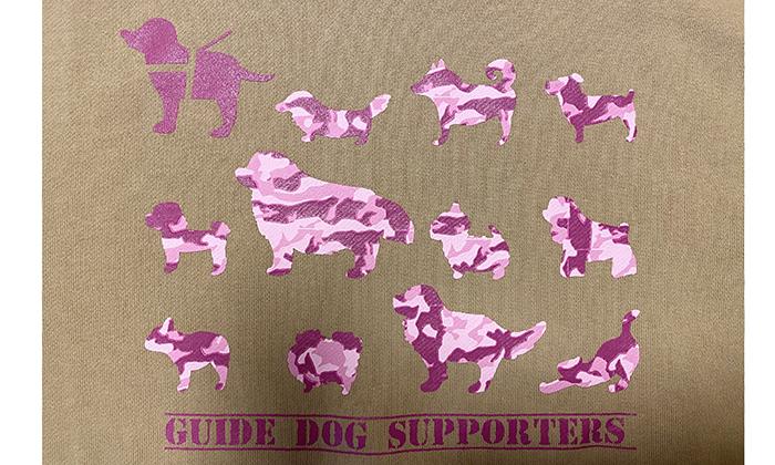 サンドカーキにピンク系の迷彩柄の胸プリントアップ
