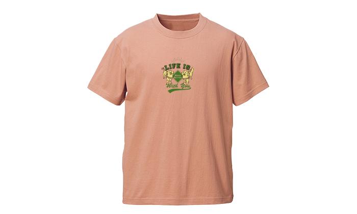 コーラルベージュのTシャツ