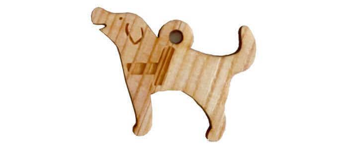 木製の盲導犬チャーム。